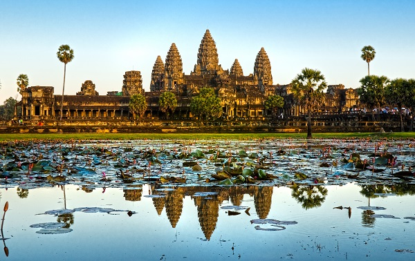 Travel Guide To Cambodia and Vietnam: Wendy Wu Angkor to the Bay